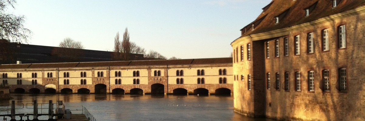 Batiment ENA Strasbourg extérieur canal